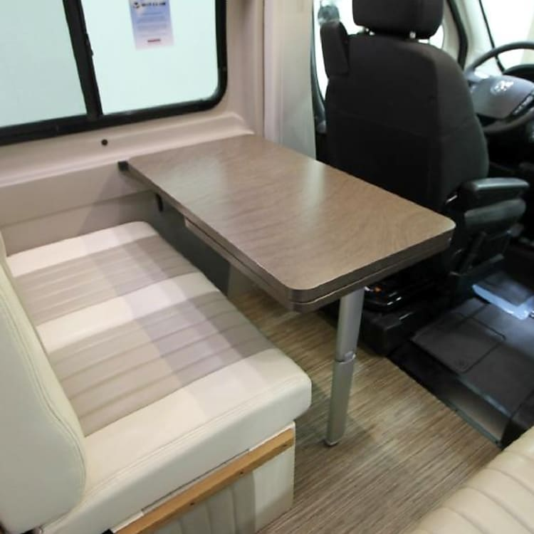 Dinette table, expandable to seat 5
