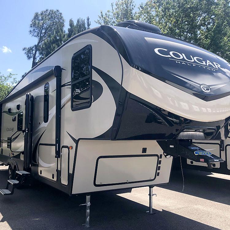 Beautiful Brand NEW 5th Wheel Camper
