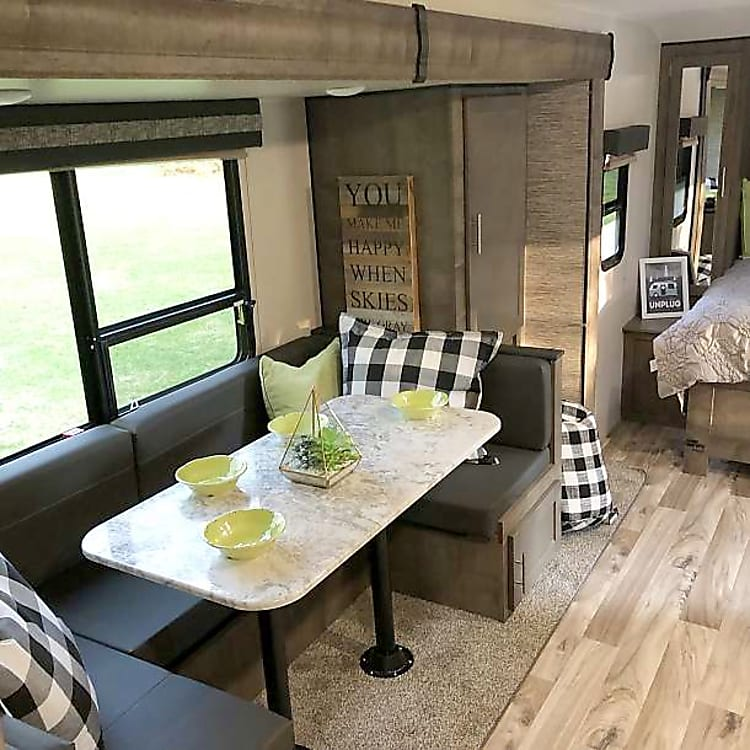 roomy dinette that converts to a bed for 2