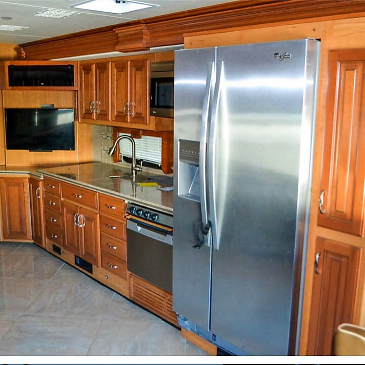 kitchen: full size fridge, microwave/convection oven, stove top, dishwasher