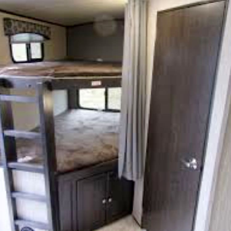 Dual full size bunks sleep 2people each