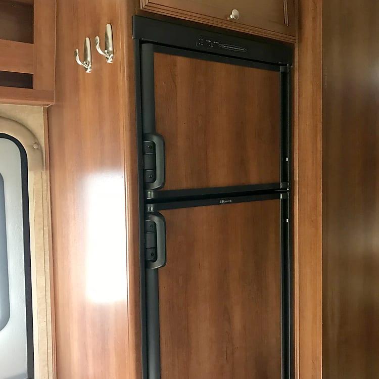 Roomy refrigerator/freezer