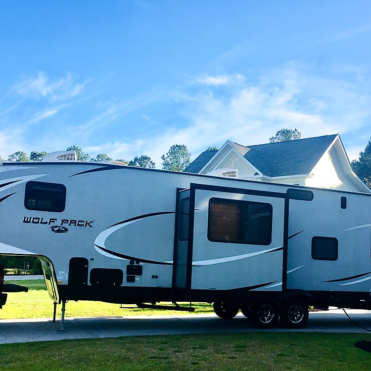 Large 37 1/2 ft Toy Hauler Fifth Wheel with 1 slide out.