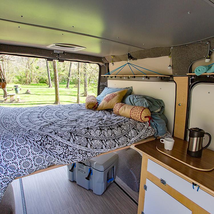 Comfy bed, sink & cook set.