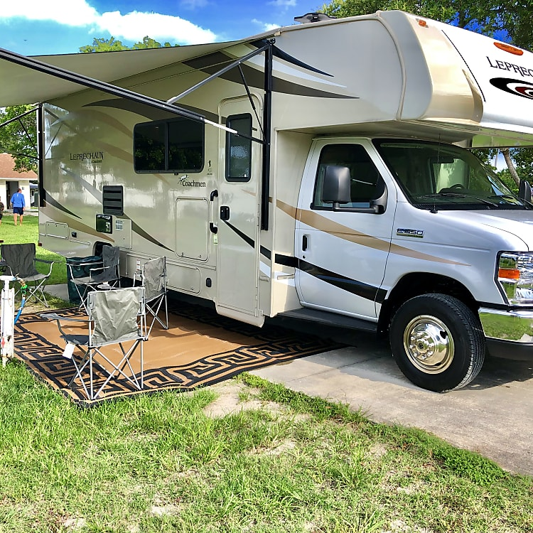 2019 28 Ft Coachmen Leprechaun 280 SS prep table, chairs and outdoor rug included