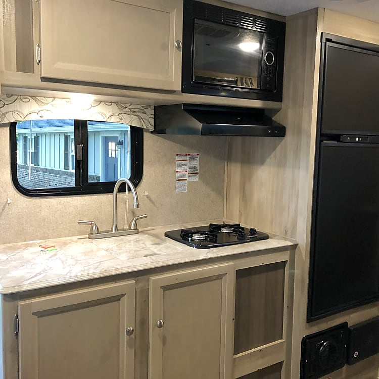Great size kitchen with full kitchen and freezer