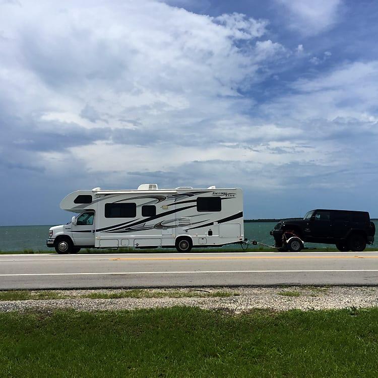 Florida Keys  RV pulling a Jeep on a dolly