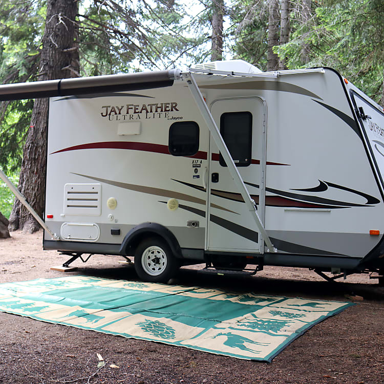Working awning for your enjoyment.  I'll also provide the camping mat which is very helpful keeping the inside less dirty.