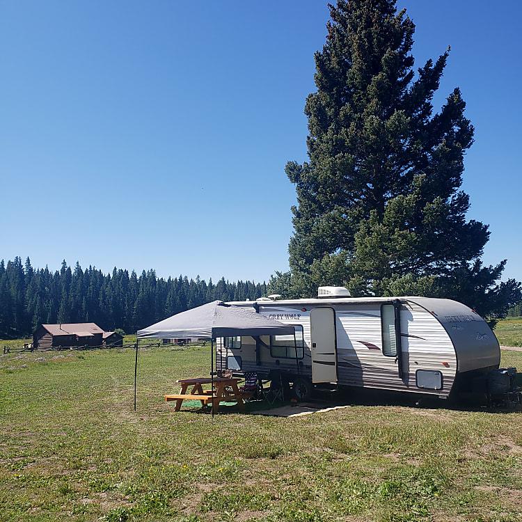 Set up camper for some guests!