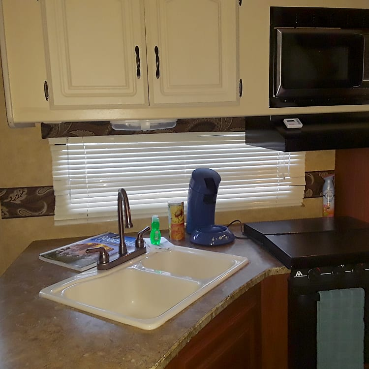 Double sink with cutting board cover, stove with cover and vent, new microwave, oven and senseo pad coffee maker at your disposal  - cook away!
