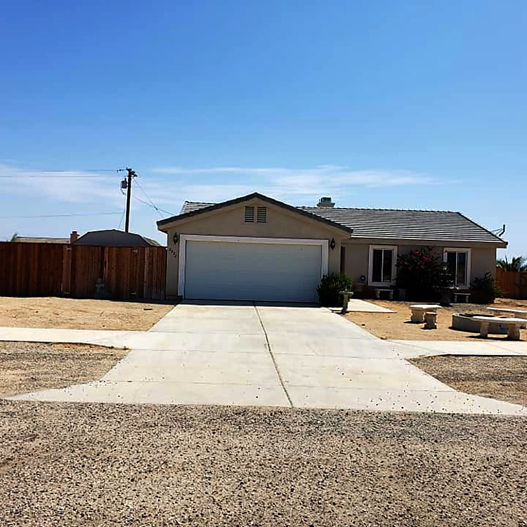 2 Bed / 2 Ba House Avail for Rent.  Does not include the 3rd Bedroom or Garage.
