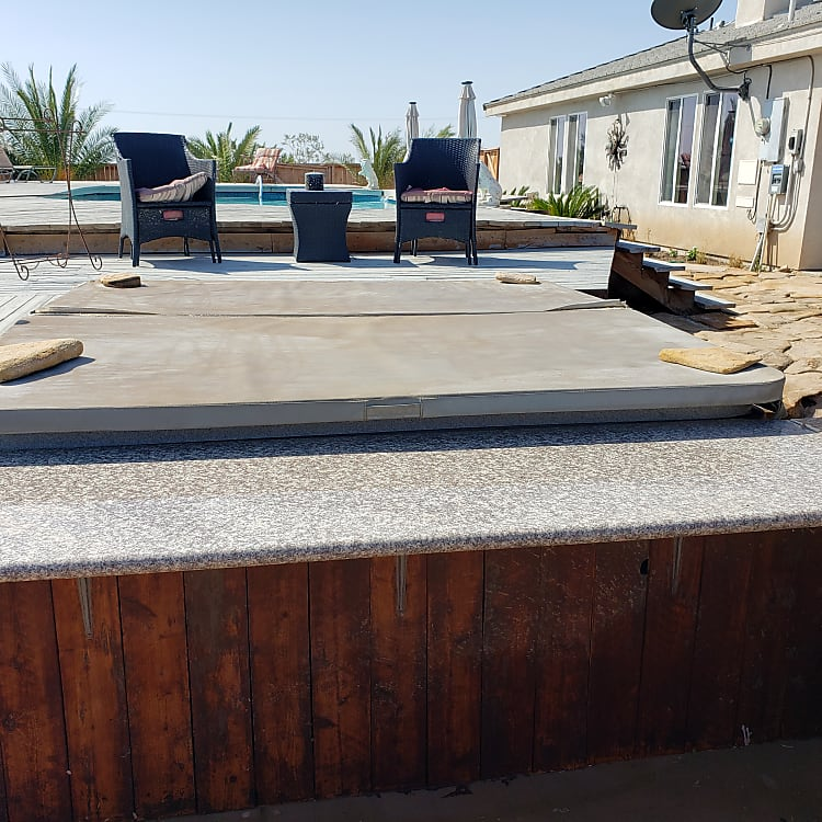 Backyard Hot Tub and Bar of Adjacent House Rental.  Pool and Spa can be included with 5th Wheel Rental for Additional $50 per night if house is not rented.