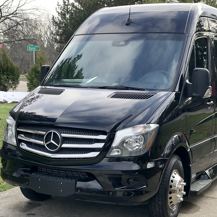 Powerful and Safe Mercedes-Benz Dually