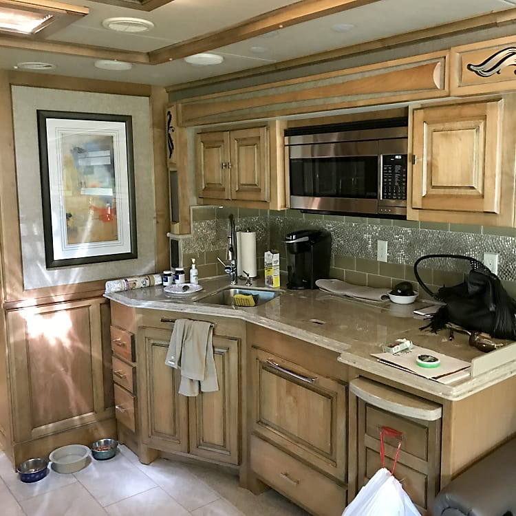Full Roomy Kitchen