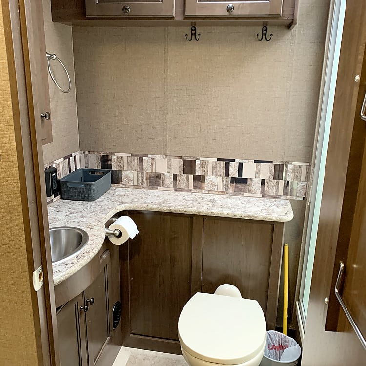 Bathroom is all set up, 10 bath towels, 10 washcloths, and 3 hand towels, (please note not for beach use towels, those are located above kind bed) toilet paper is stocked just replace after use or just pay at the end.