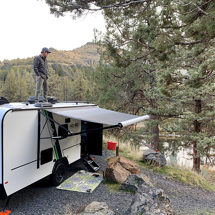 500 lb weight limit on the roof. Use the over-the-tire step (included) to pass your gear up to the person on the roof.