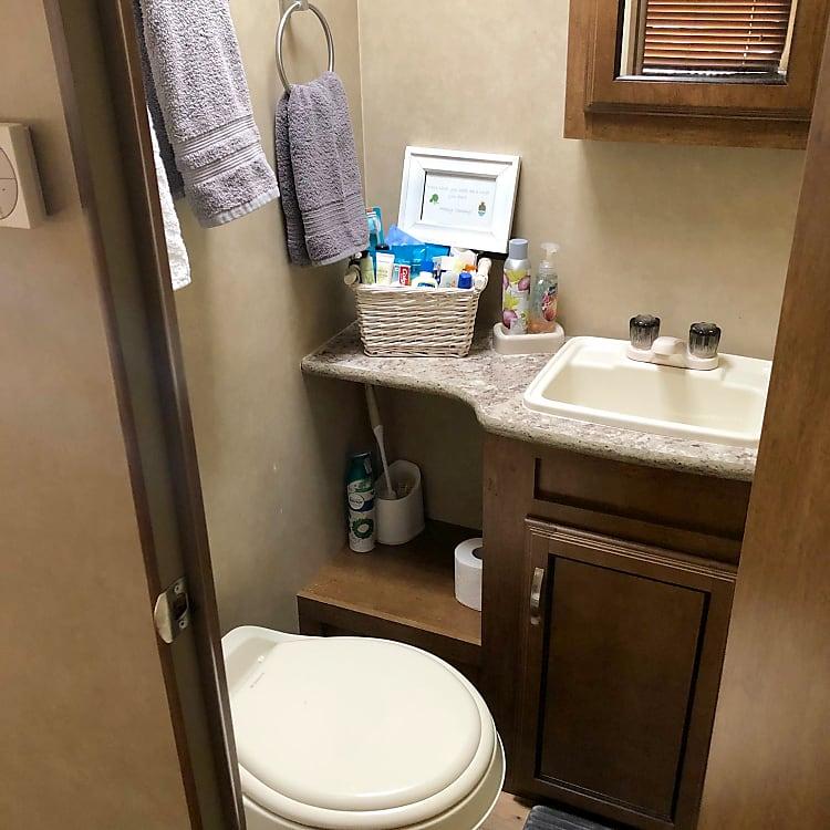 bathroom/ tub with shower