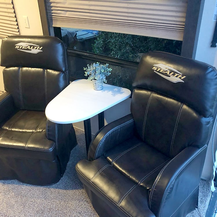 Captains Chairs with Table - can be removed