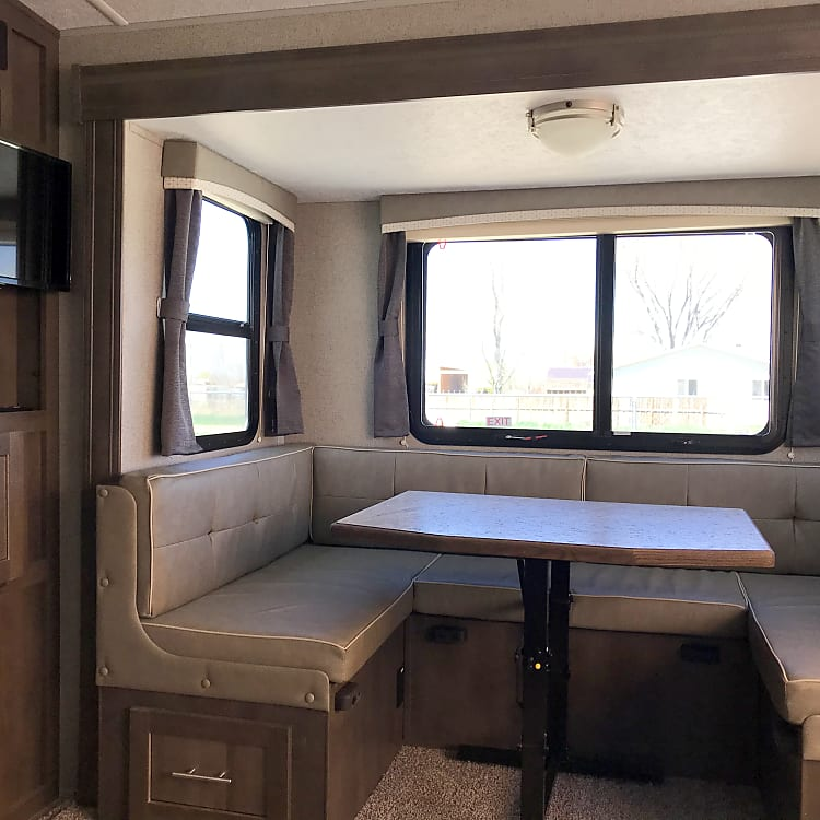 u-shape dinette fits the family