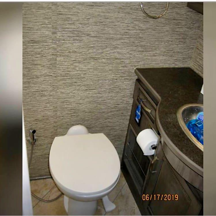 Walk-in separate Shower, Toilet