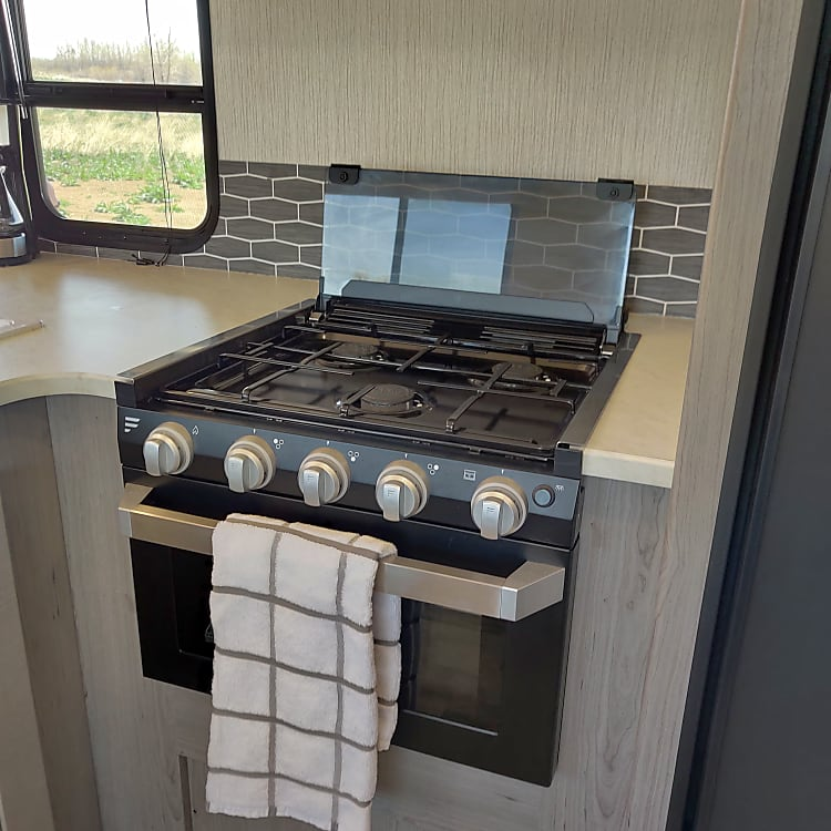 3 burner stove with oven
