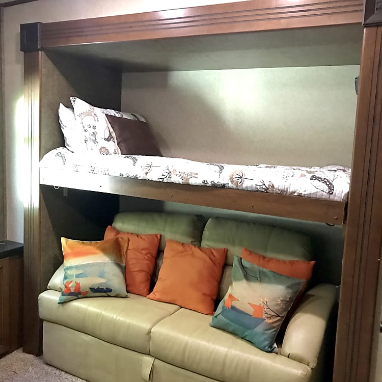 Bunk Room - Bed #2 and foldout full size love seat.