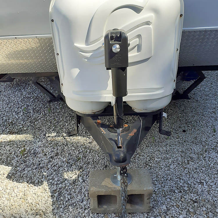 2 full propane tanks included with each rental.  Hydraulic jack with light.