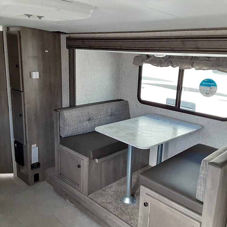 DINETTE FOR 4 PEOPLE