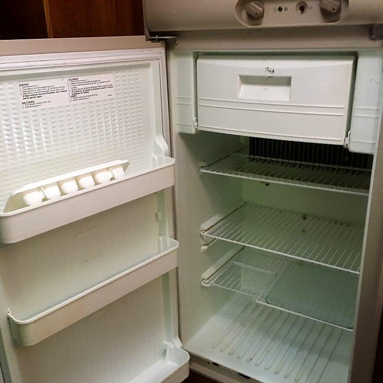 Very efficient fridge with freezer