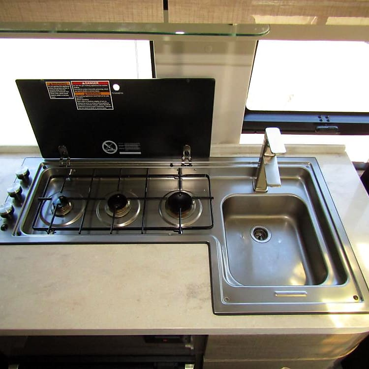 Three burners and a large sink.  Bigger burner on right is high powered.