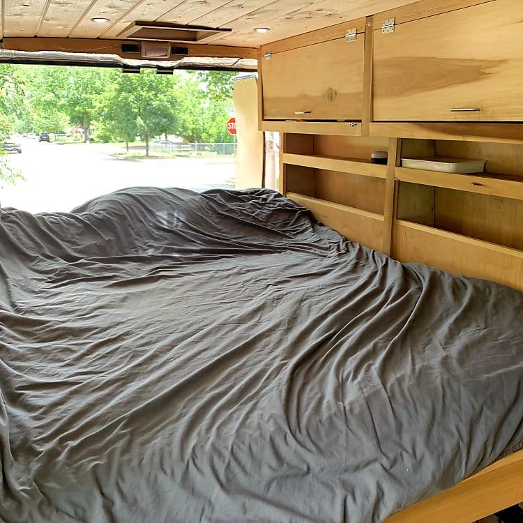 Memory foam queen bed. Linens/pillows provided.