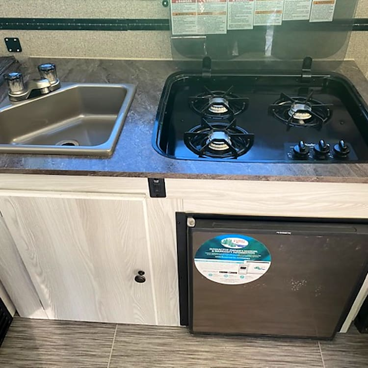 3 burner cook stove and small fridge