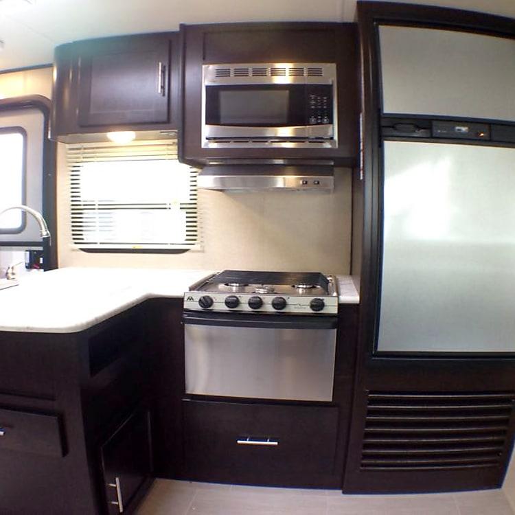 Full kitchen!!
