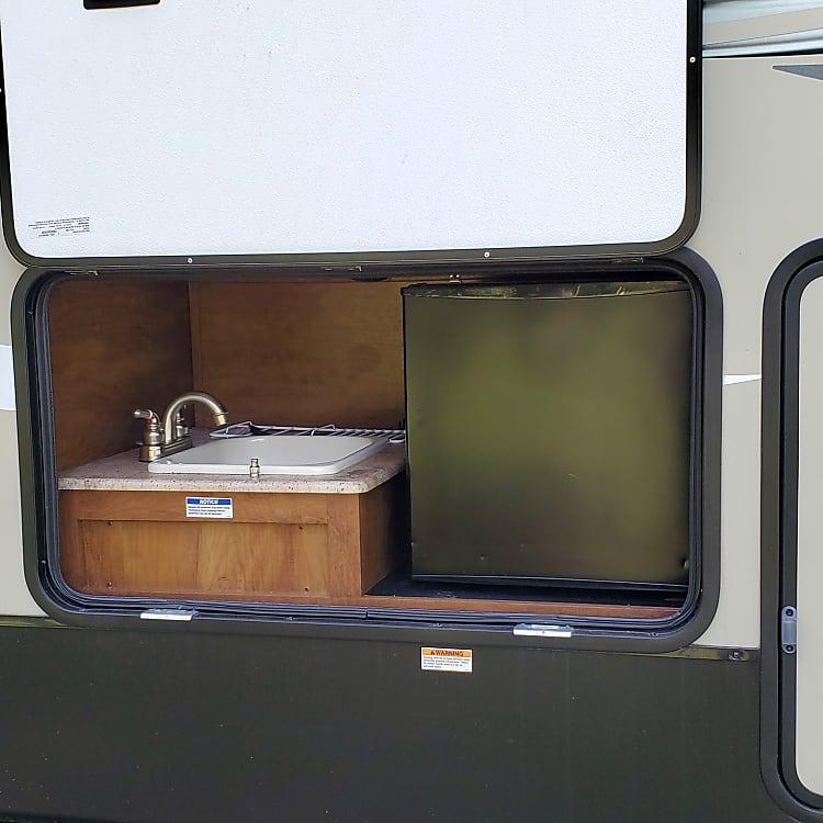 Outdoor sink and fridge