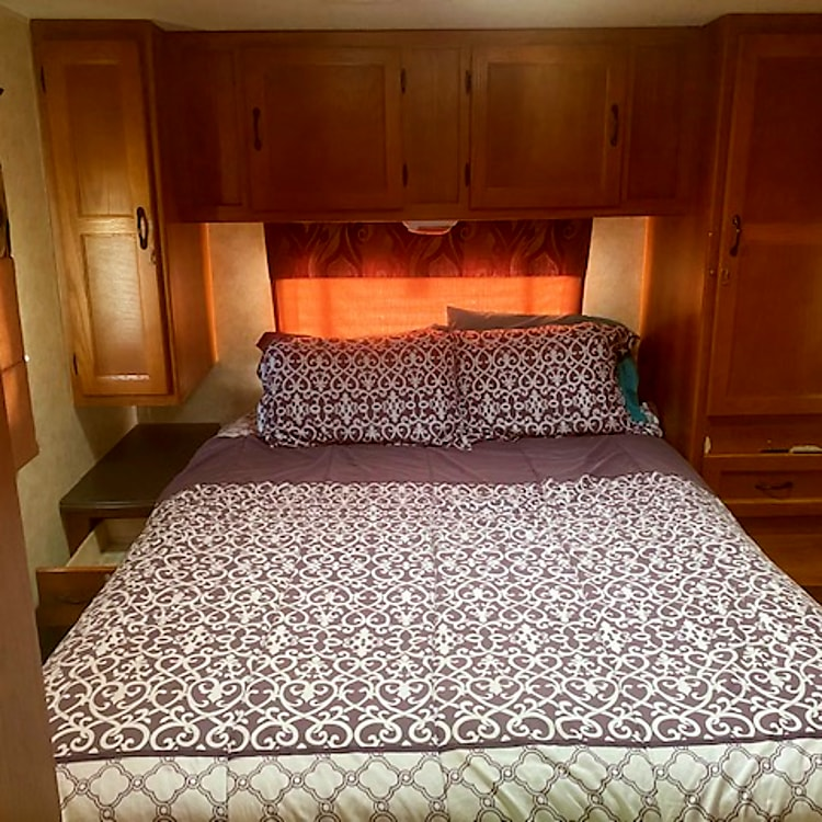 MASTER BEDROOM WITH QUEEN SIZE BED AND TV/DVD WITH REMOTE