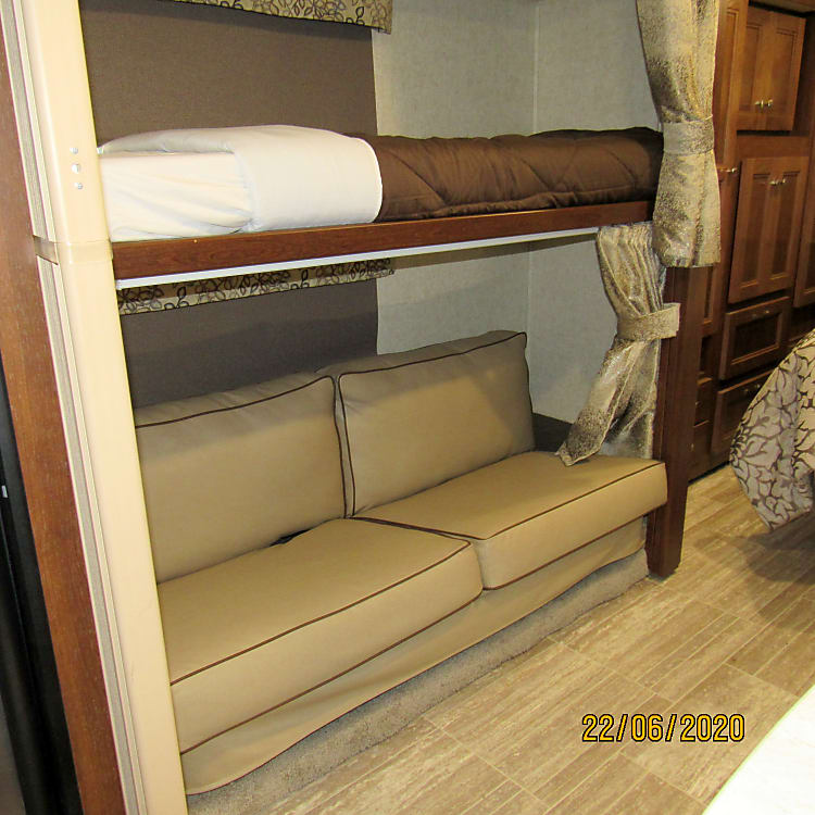 Bunk Area, Bottom with Seat Belts