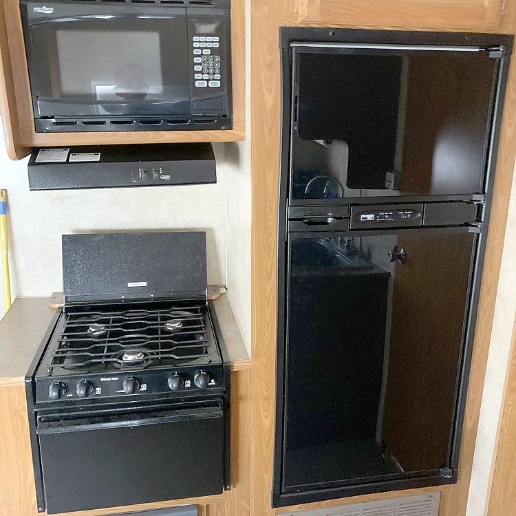 Full size fridge, range, microwave
