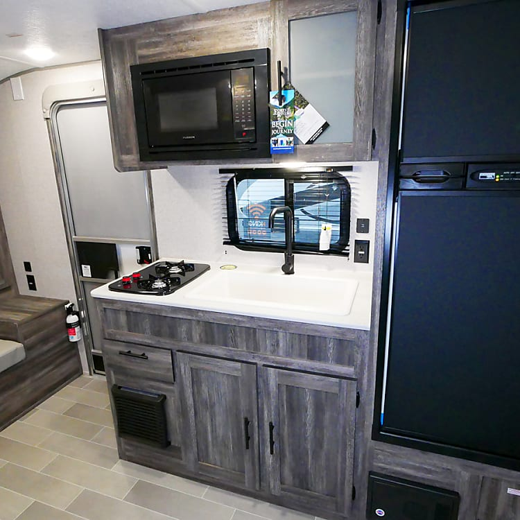 Kitchen includes fridge, 2 gas burners and microwave