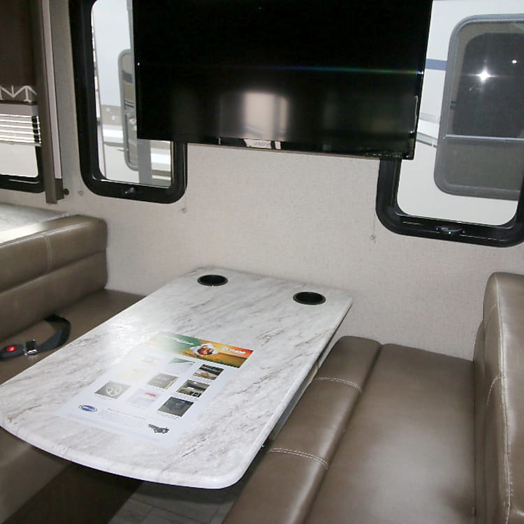 Dining area w/seat belts