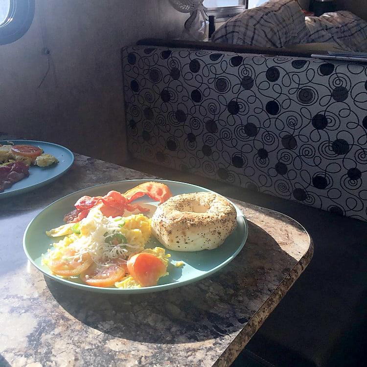 BreakfastattheDinette