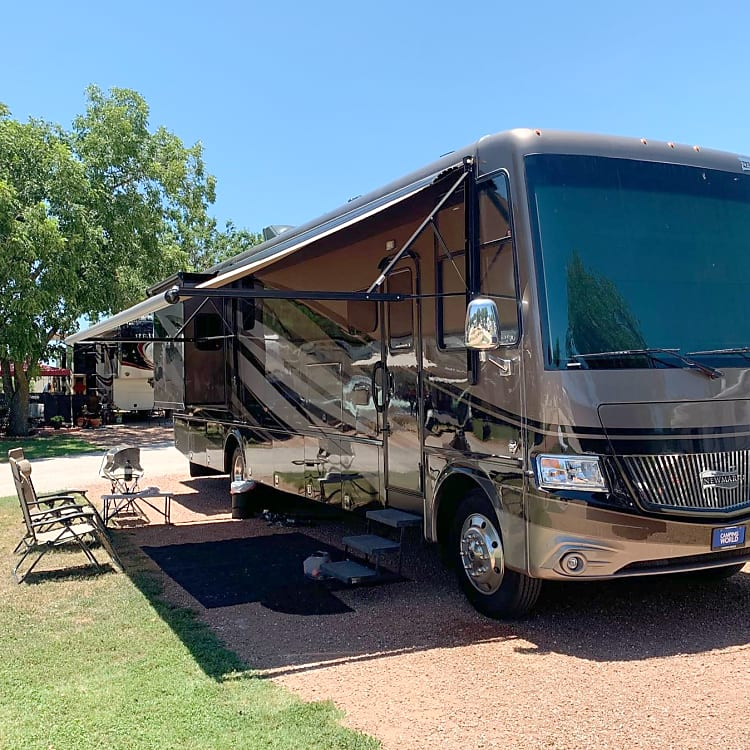 Newmar Canyon Star 38'