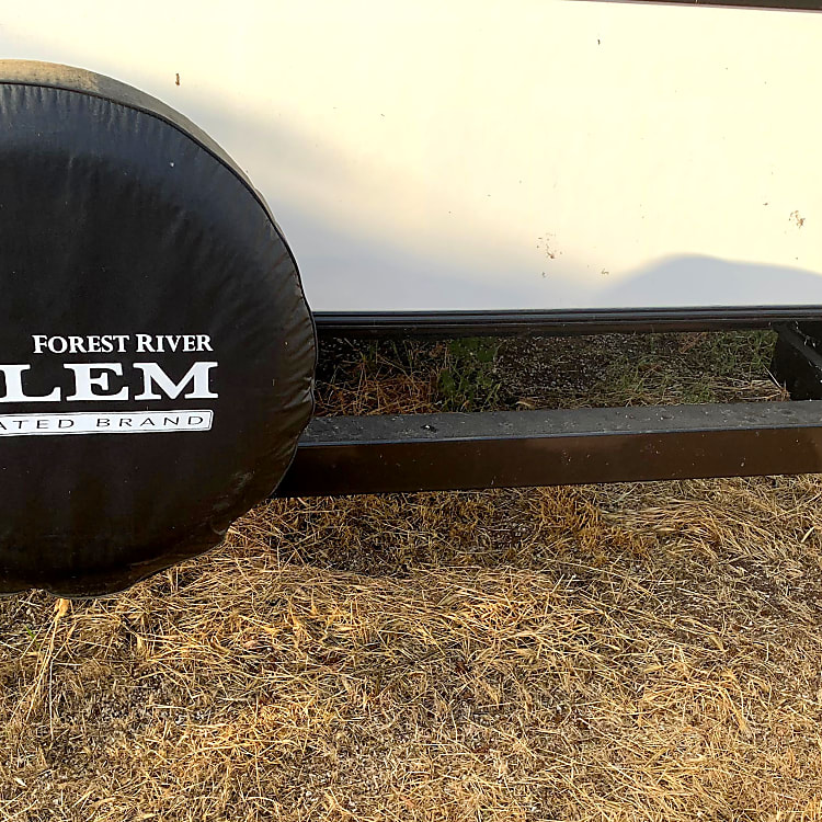 Spare tire on the bumper for your added peace.