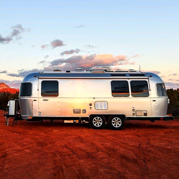 2007 Airstream Safari 25' queen bed