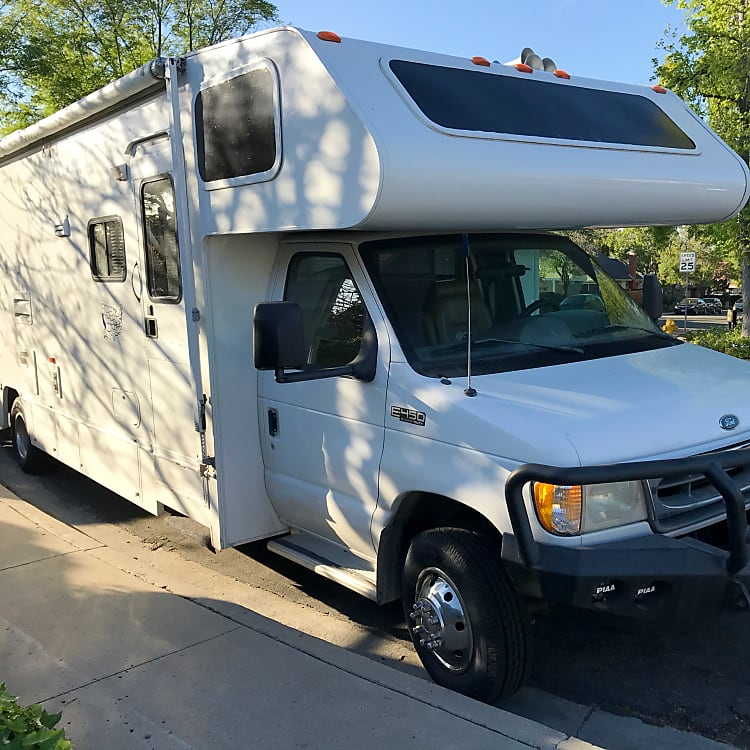Take our trusted Winnebago Minnie Winnie to the mountains, desert, national parks, beaches, or right into your own back yard.