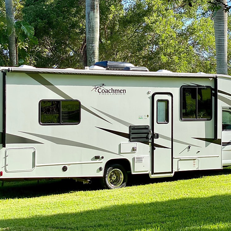 At 27 feet long, she's easy to take into camp sites and state parks.