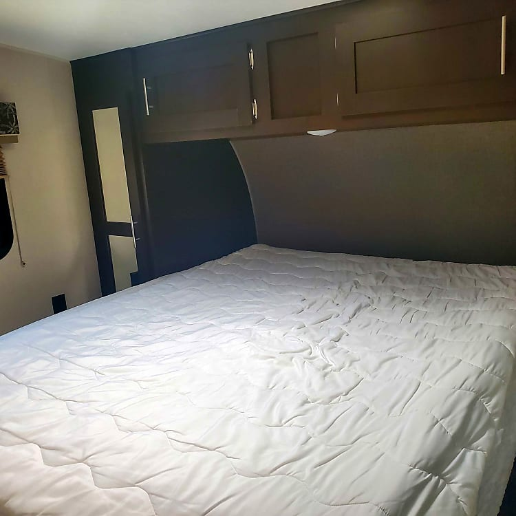 Master Bed, I do supply Linens for this.