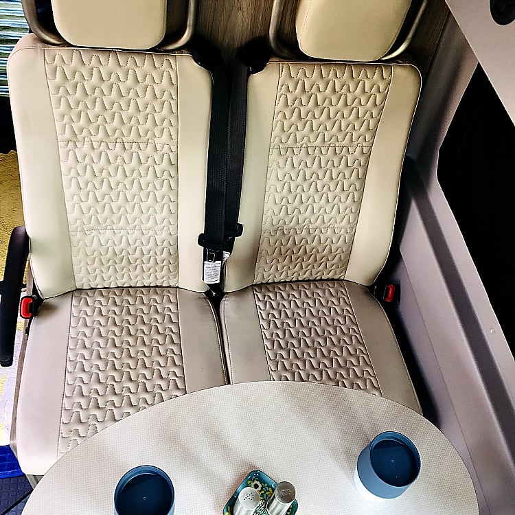 Seats 4 with seatbelts (carseat capable)