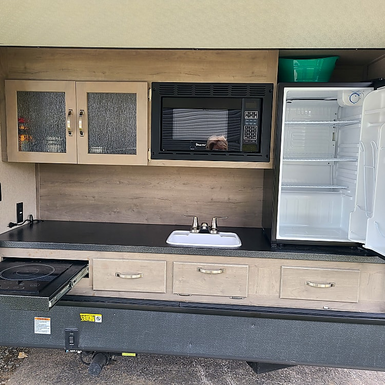 Outdoor kitchen offers an induction cook-top, fry your bacon outside and enjoy the outdoors!