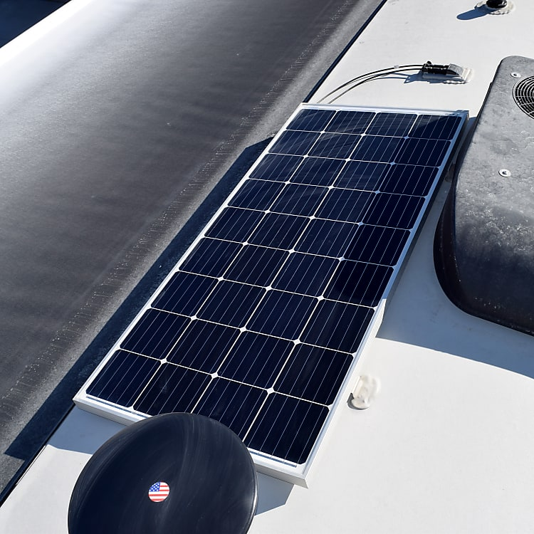200w roof-mounted solar allows you to keep recharging the batteries while dry camping