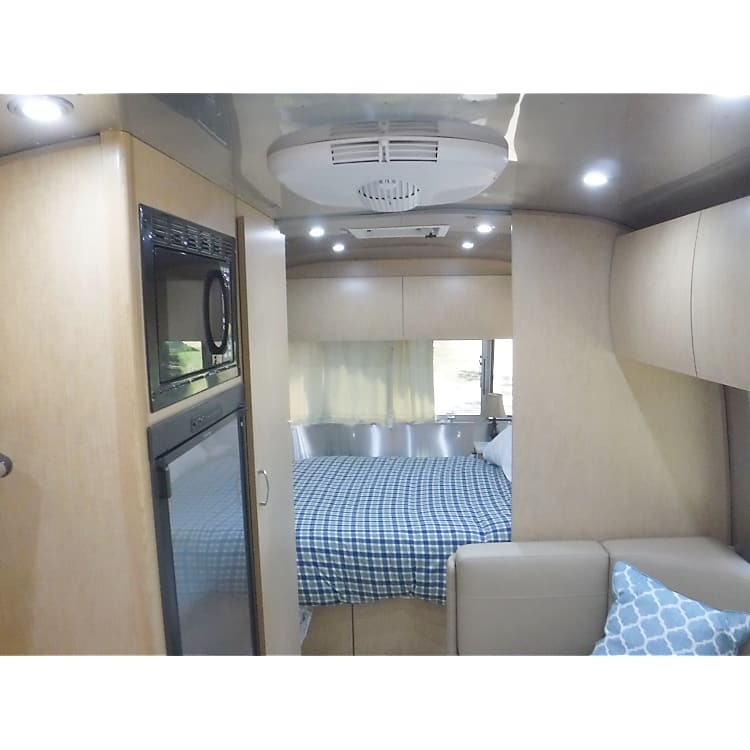 Interior http://www.nadaguides.com/RVs/2017/Airstream/M-23FB/6564938/Specs